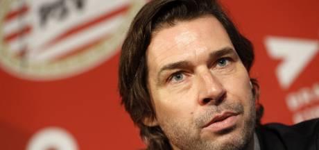Ook PSV trekt snel een extra voetbalman aan, die secondant wordt van John de Jong