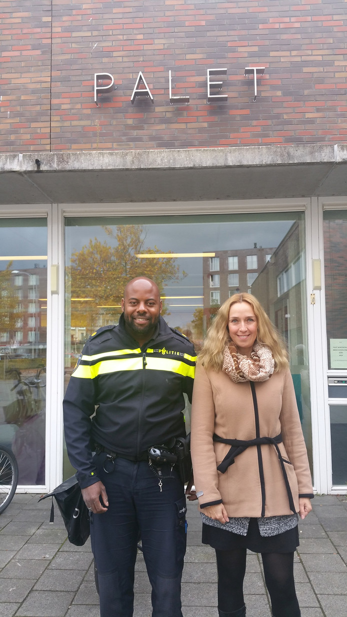 Wijkagent Freddy den Heijer en wijkmanager Rianne van Iwaarden van Middelburg-Zuid.