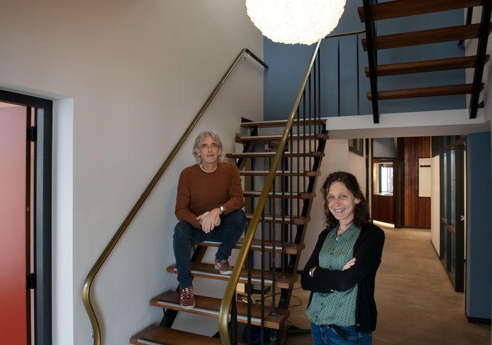 Paul Salomé en Anke Steerneman in hun nieuwe maar huiselijke huisartsenpraktijk
