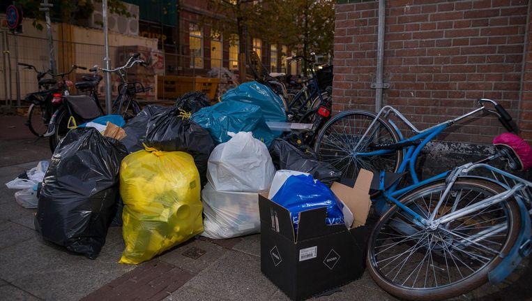Afval op straat in de Pijp. Beeld Rink Hof