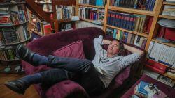 """Filosoof Johan Braeckman trekt volle zalen met pleidooi voor luiheid: """"Wie zegt dat we hard moeten werken?"""""""