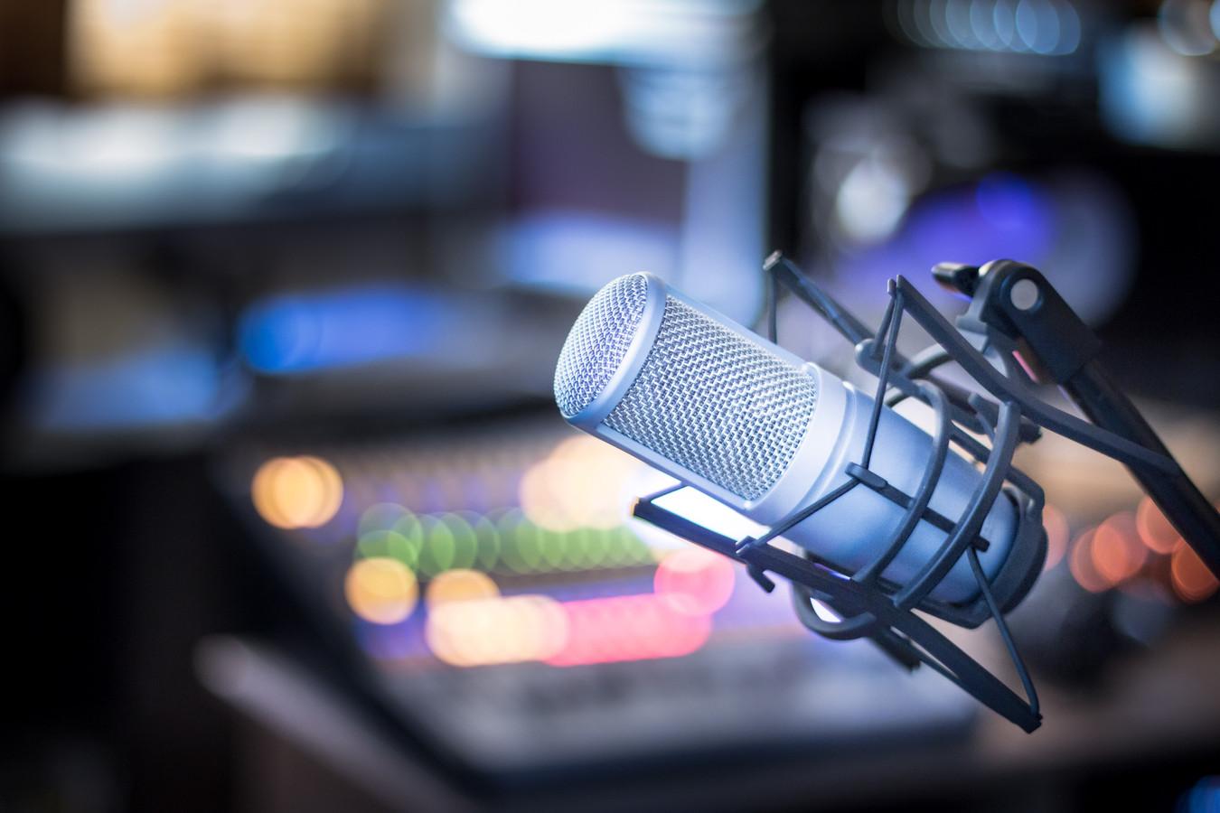 radio studio microfoon mengpaneel stock