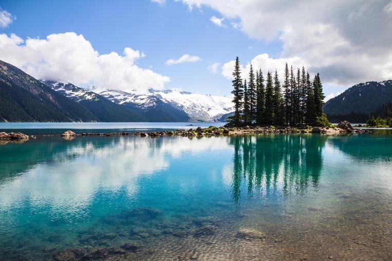 Rond Whistler liggen tientallen meren, zoals dit Garibaldi Lake, mét het helderste water. Beeld Thinkstock
