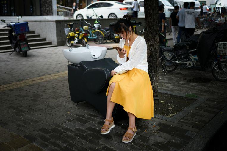 In China zijn er apps die massaal data verzamelen en mensen scores geven. Beeld ANP