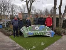 Sofa op sportpark Polanen ter herinnering aan Jos van den Ende