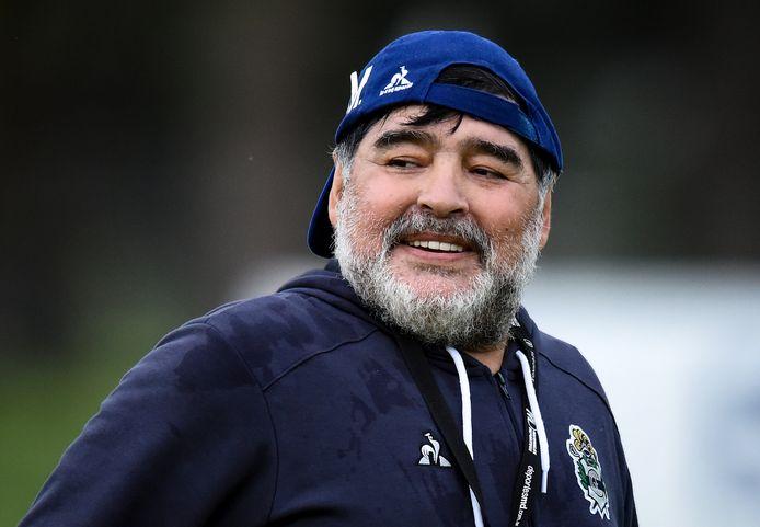 Diego Maradona als trainer bij de Argentijnse club Gimnasia y Esgrima.