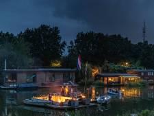Zwolse woonbootbewoners vieren het vrije leven: 'Het is niet wij tegen de rest'