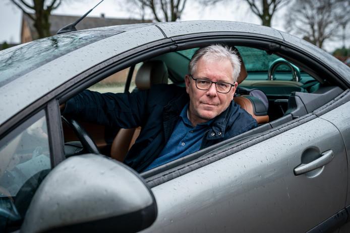 Verkeerswethouder van Sint-Michielsgestel Bart van de Hulsbeek heeft 50 dagen lang de gaspedaal op 100 km gehouden op plekken waar je harder mag.