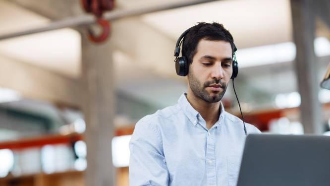 Lekker rustig werken met koptelefoon op? Waarom je hem toch beter af kan laten