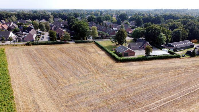 De gemeente gaat 24 huizen langs de Gemeenteweg bouwen. Iedereen lijkt voor, maar waarom duurde het dan zo lang?