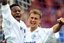 Mpenza en Ebbe Sand. De Deen werd in 2001 topschutter van de Bundesliga met 22 goals. Volgens Leekens had Mpenza daar een groot aandeel in.