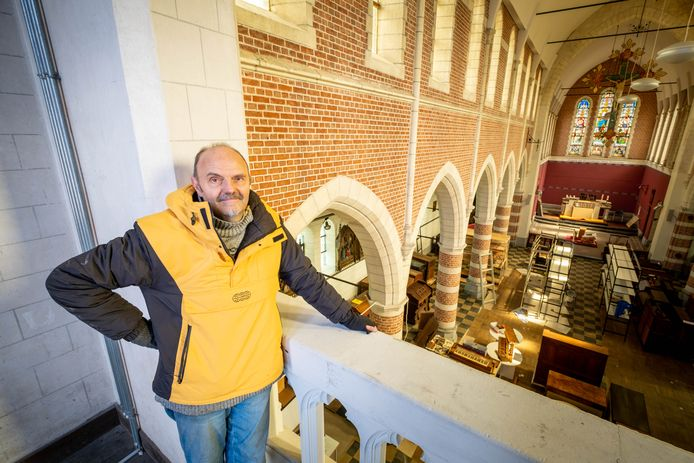 Eric Dilles gaat zijn puzzelwinkel inrichten in de voormalige kerk Onze-Lieve-Vrouw Onbevlekt Ontvangen.