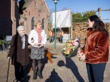 Bankje voor 100-jarige mevrouw Broeders: 'Dat u maar weer snel kaarten mag'