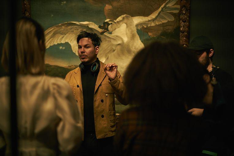 Regisseur Giancarlo Sánchez in het Rijks. Beeld Pim Hendriksen/Netflix