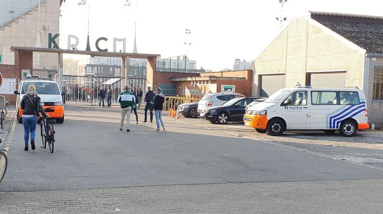 Al bij aanvang van de wedstrijd verliep alles rustig aan het Oscar Vankesbeeckstadion.