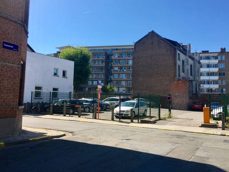 De feiten van einde juli speelden zich ter hoogte van deze parking in de Lange Nieuwstraat af.