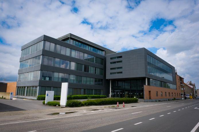 In dit gebouw langs de Schaarbeeklei krijgt de lokale politie ViMa in de loop van volgend jaar onderdak.