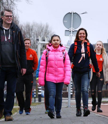 Georgina (14) wandelt voor de zorg: 'Ik wil iets goeds doen voor mensen die nu zo hard voor ons werken'
