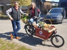 Boeren en boerinnen van Herenboerderij Wilheminapark 'de boer op' in Vught