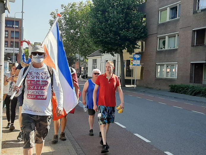 De mars Walk of Freedom op het Plantsoen in Wageningen.