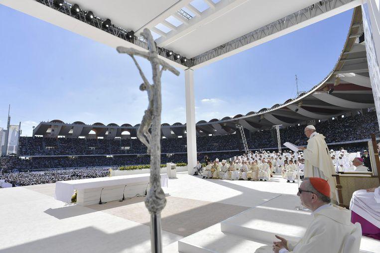 Paus Franciscus draagt de mis op. Beeld EPA