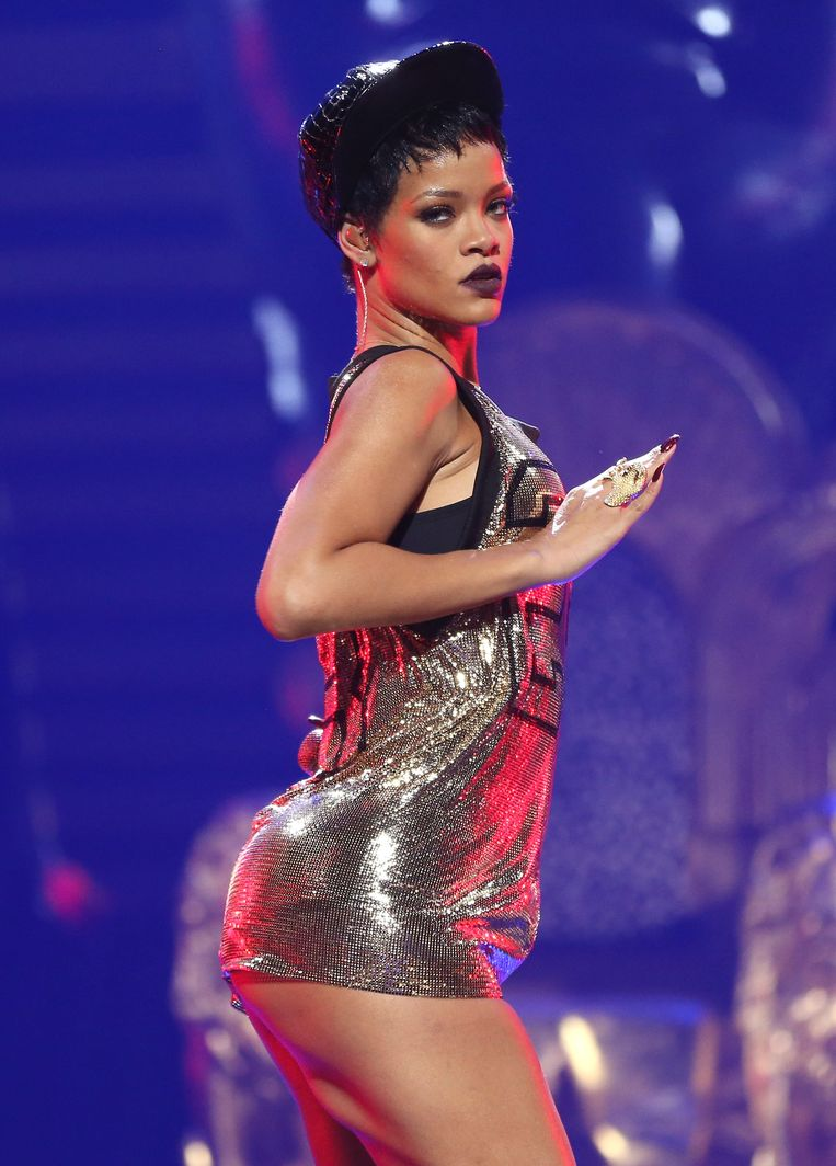 LAS VEGAS, NV - SEPTEMBER 21:  Singer Rihanna performs onstage during the 2012 iHeartRadio Music Festival at the MGM Grand Garden Arena on September 21, 2012 in Las Vegas, Nevada.  (Photo by Christopher Polk/Getty Images for Clear Channel) Beeld Getty Images for Clear Channel