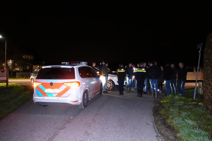 Boeren in gesprek met de politie in Barneveld.
