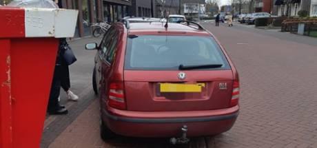 Moeder verbergt gestolen plakken kaas en koffie in kinderzitje van haar baby in auto in Nistelrode