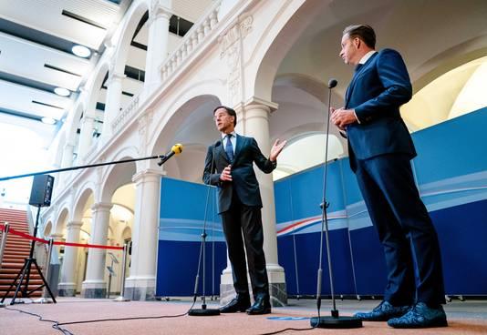 Demissionair premier Mark Rutte en demissionair Minister Hugo de Jonge van Volksgezondheid, Welzijn en Sport (CDA) in gesprek met de pers over de laatste stand van zaken rondom het coronavirus.
