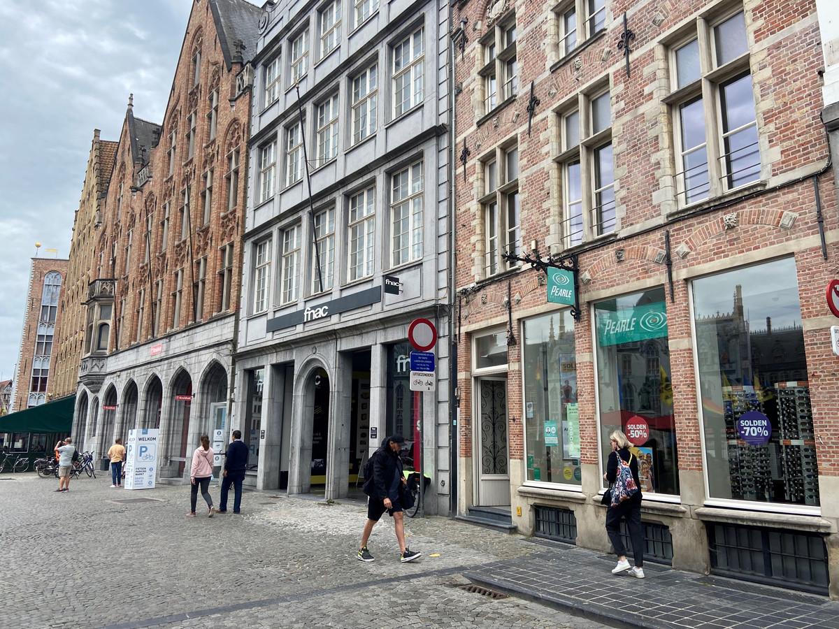 In het pand op de Markt van Brugge waar ook Pearle is gevestigd, opent Drukland.be een vestiging