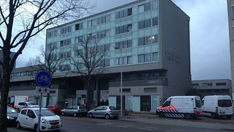 In de Cornelis Outshoornstraat in Nieuw-West heeft vanmiddag een schietpartij plaatsgevonden. Beeld Maarten van Dun