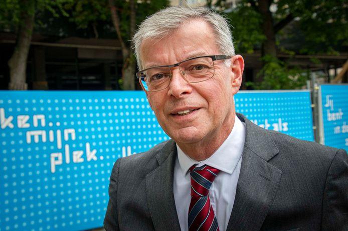 Gerard Vrenken, oud-raadsgriffier, verkent als informateur de mogelijkheden voor politieke samenwerking in Oisterwijk.