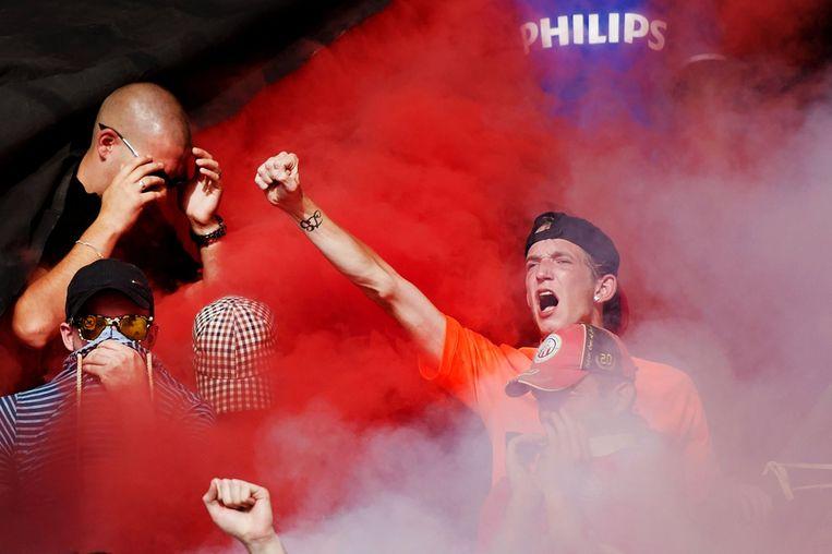 Fans van PSV vieren de overwinning. Beeld anp