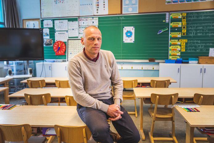 Gwen Moerman, directeur d'une école primaire à Gand, plaide pour la fermeture immédiate des écoles