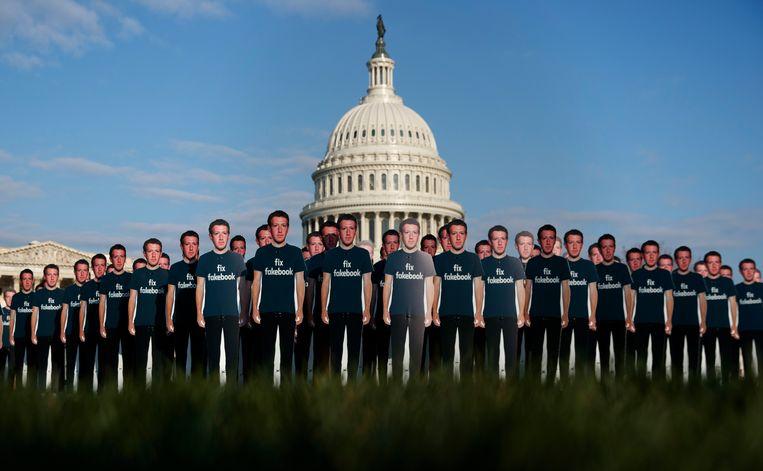 Levensgrote afbeeldingen van Mark Zuckerberg voor het Capitool in Washington in 2018, voorafgaand aan een hoorzitting met de Facebook CEO. Beeld AP