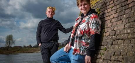 Douwe en Bente zijn het zat dat in Zutphen niets te doen is voor jonge LHBTI'ers: 'Nu eindelijk een plek'