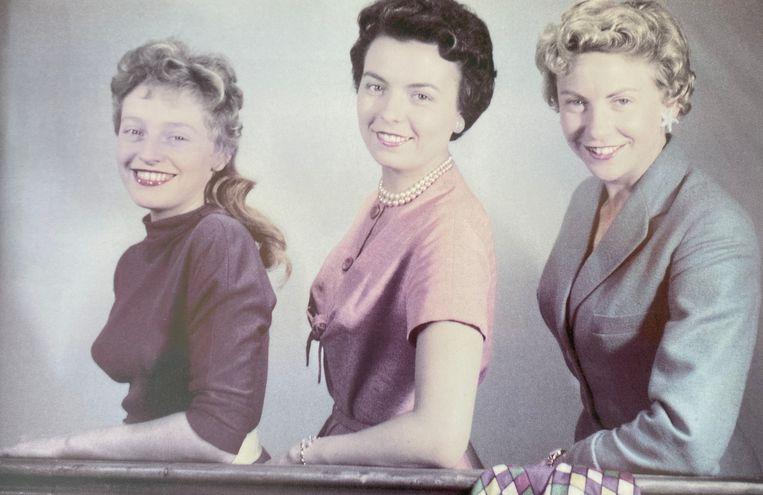 (vlnr) Nora Steyaert, Terry Van Ginderen en Paula Sémer. De drie Gratiën der Vlaamse Televisie. Beeld RV