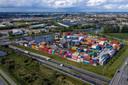 Containerterminal Alpherium (met op de voorgrond de N11 en het aquaduct) is al vanaf verre het landmark van Alphen voor de automobilist die vanuit de richting Bodegraven/A12 komt.