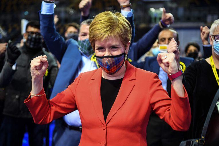 De Schotse premier Nicola Sturgeon na de triomf van haar SNP. Beeld AFP