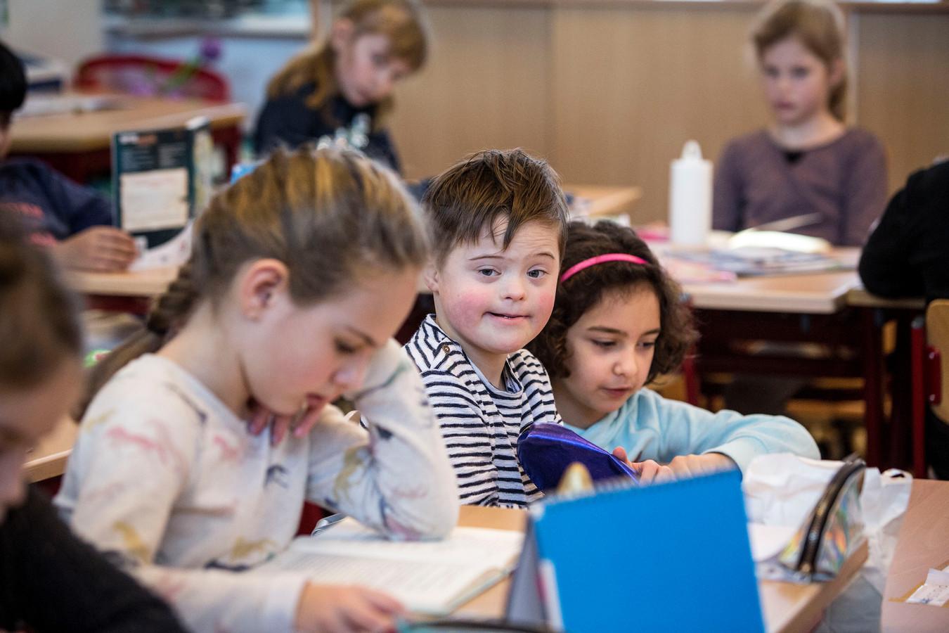 Op sommige scholen werkt de Wet passend onderwijs goed en worden zorgleerlingen binnenboord gehouden, zoals op basisschool De Kroevendonk in Roosendaal.