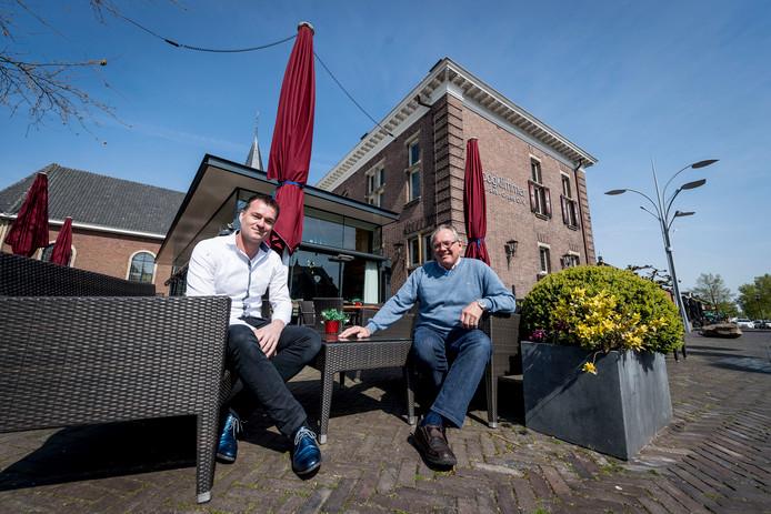 Edwin ter Haar van De Schout (links) en de oude eigenaar Jan Tijscholte van De Hoogklimmer.