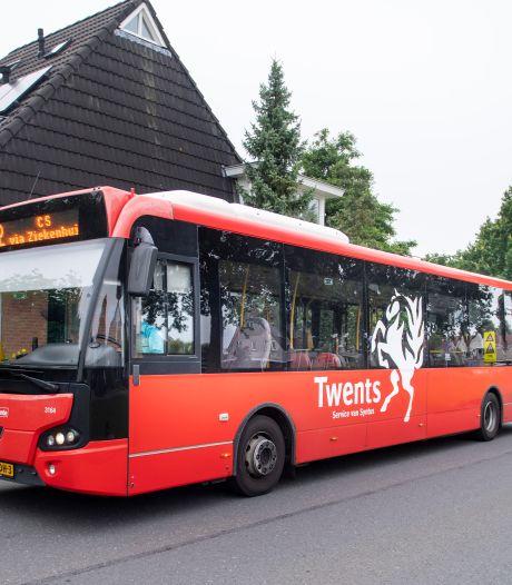 Peter Tuinman (66) uit Almelo is al jaren klaar met de lege bussen in zijn wijk, maar niemand luistert