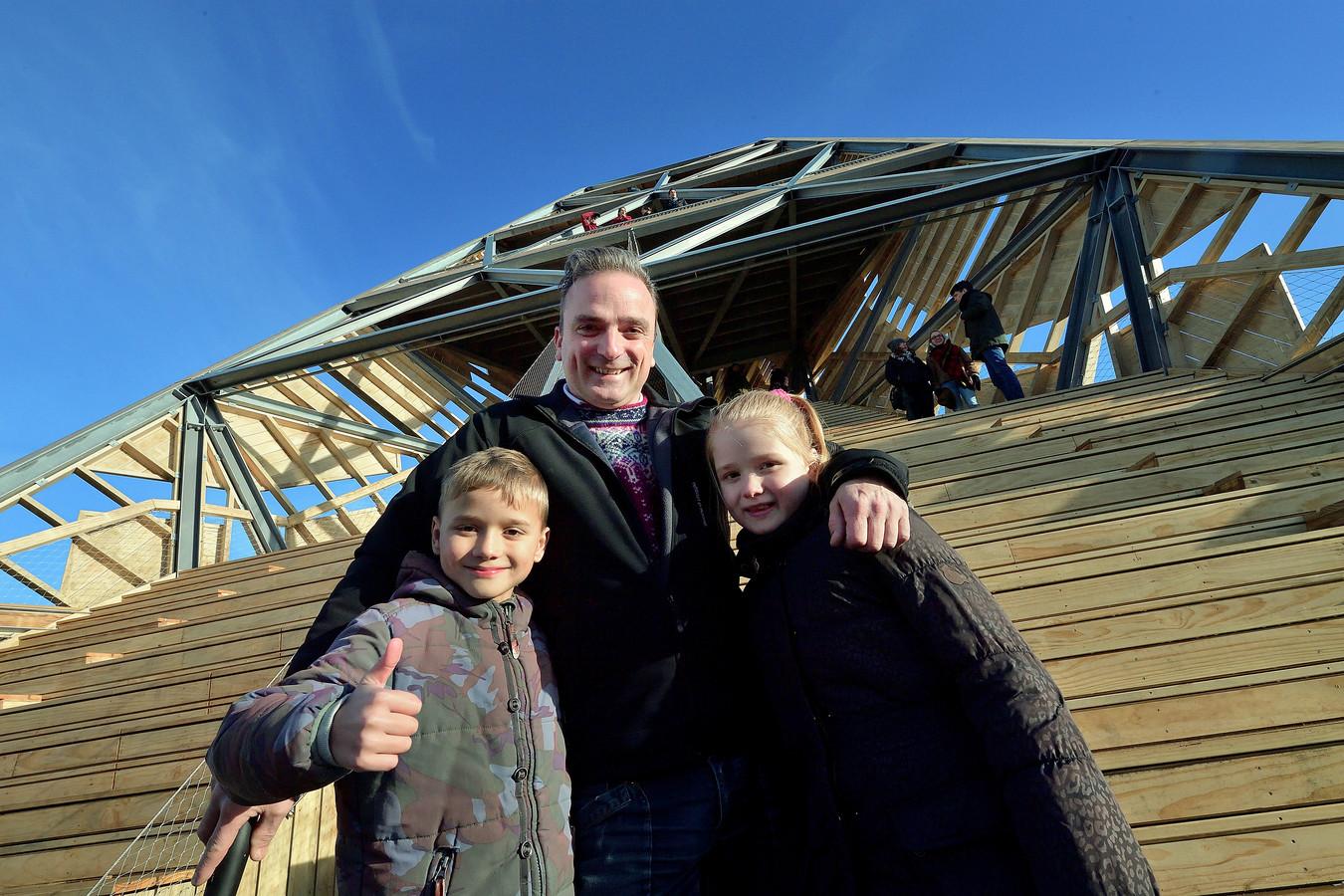 Uitzicht op de Pompejustoren bij Halsteren met wart van steelandt met kids lex en lieke