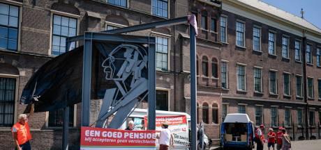 Dubbele klap dreigt: hogere premie en minder pensioen