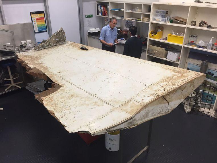 Een brokstuk van vlucht MH370 dat werd teruggevonden in Tanzania. Beeld AFP
