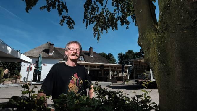 Høken met drie bands bij Normaal-stamkroeg tijdens presentatie biografie 'Høken Henkie'