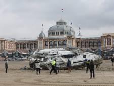 Zeiljacht strandt door navigatiefout tussen pilaren Scheveningse Pier: 'Slechte voorbereiding'