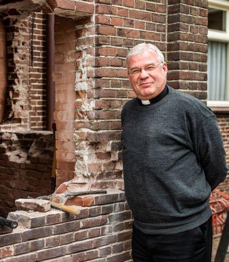 Omstreden pastoor Van der Mee vertrekt
