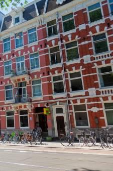 Emmely (23) huurt in Amsterdam: 585 euro voor 6 m2, raam kan niet open