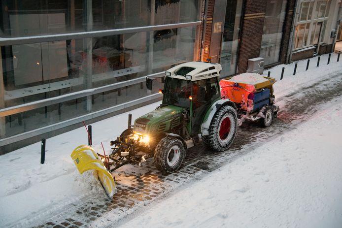 Sneeuw schuiven in de Benedenstad, begin februari.